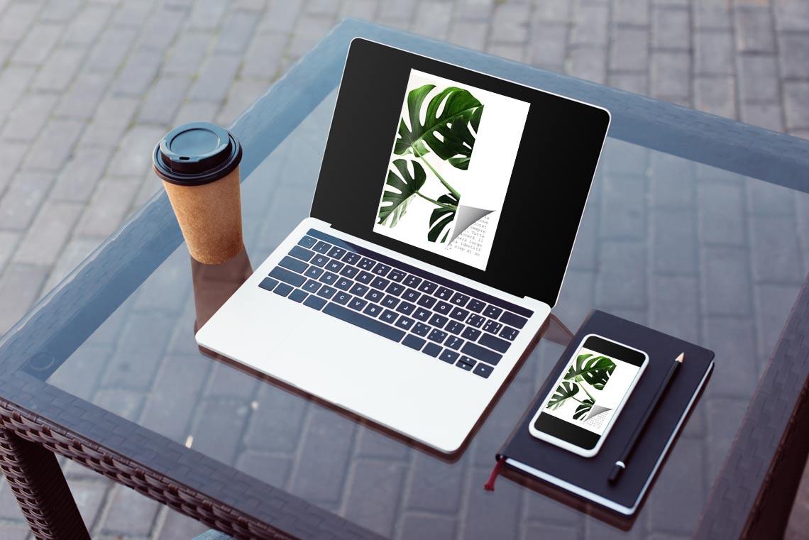 Flipbook creator sul laptop e smartphone con un effetto di capovolgimento di pagina