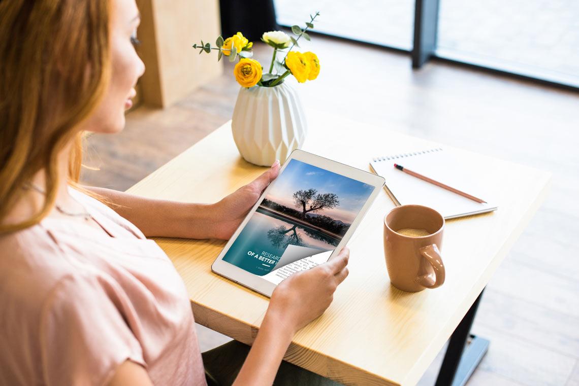 Flipbook sul tablet con un effetto di capovolgimento di pagina